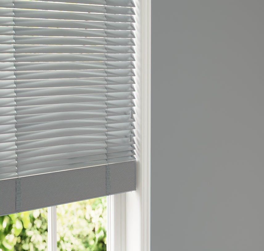 Lick Grey 06 Venetian blinds against Grey 06 wall