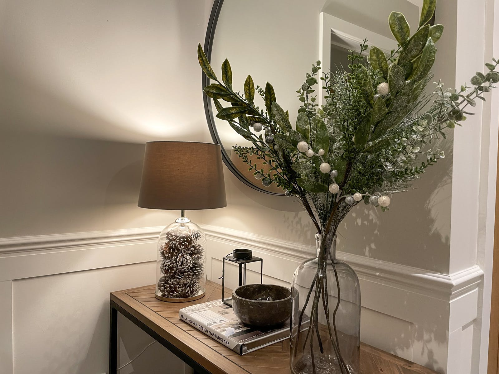 Hallway console table with Christmas decoration and pearls in vases