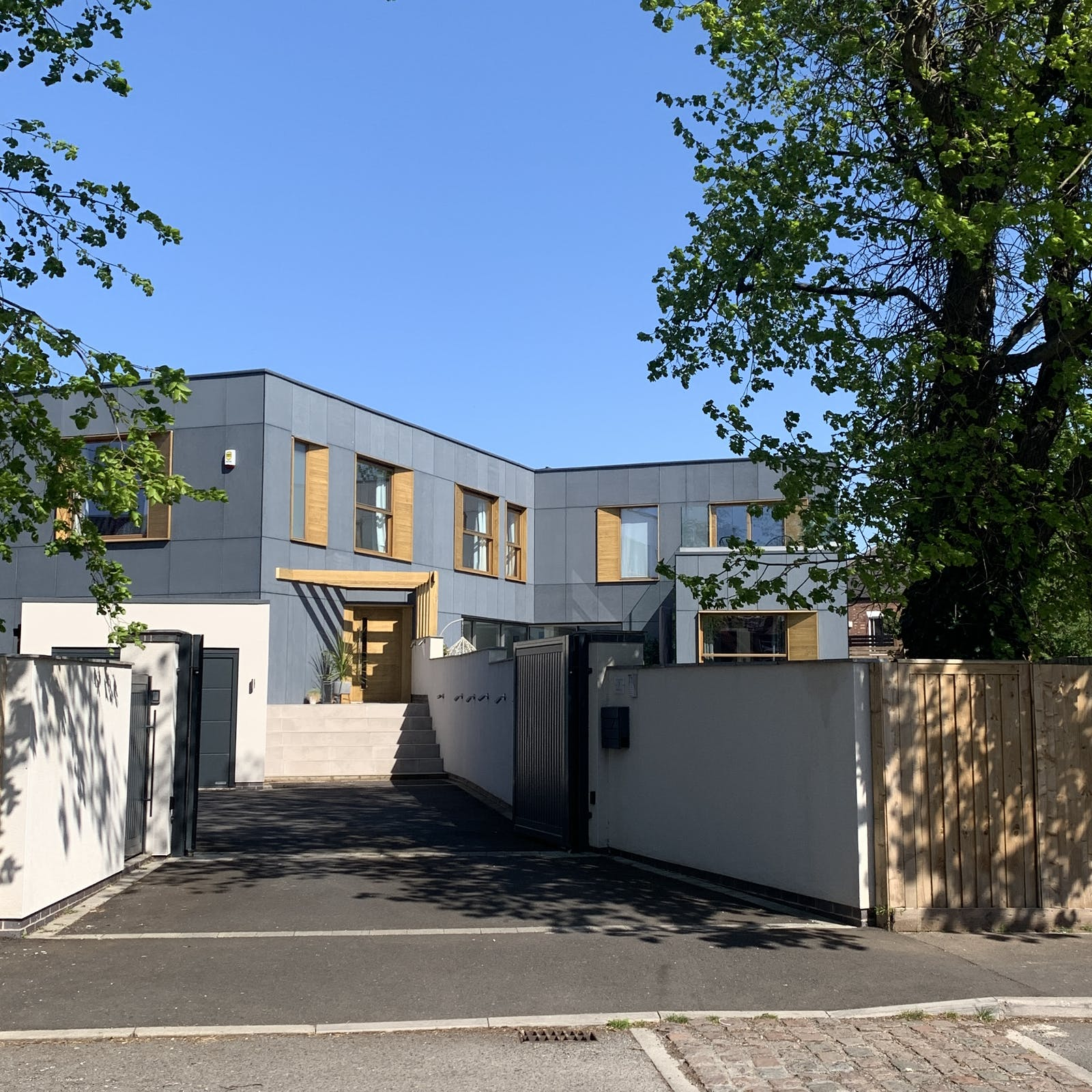 Image of modern house from the exterior driveway