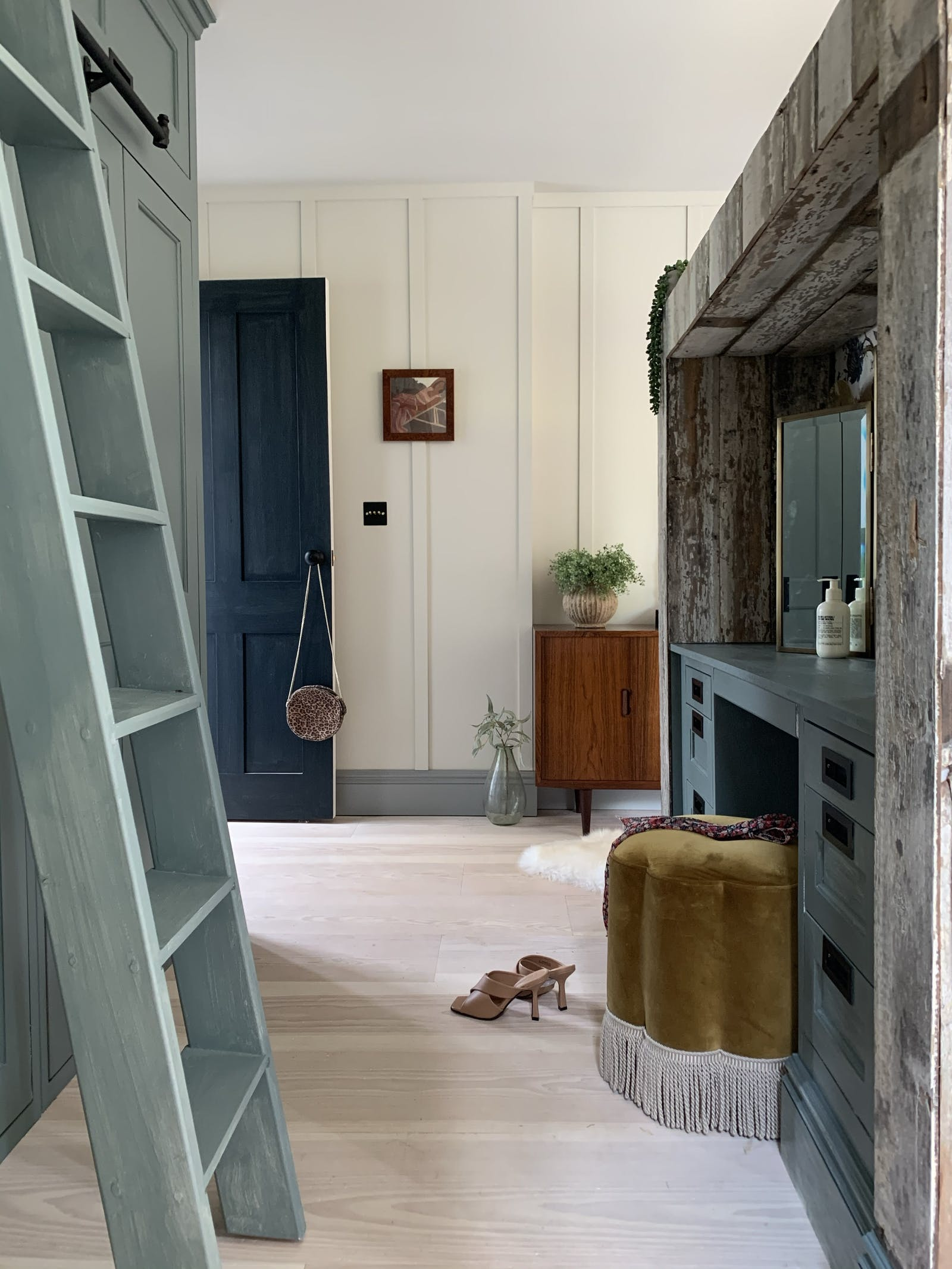 Hallway with a wooden ladder and a dressing table
