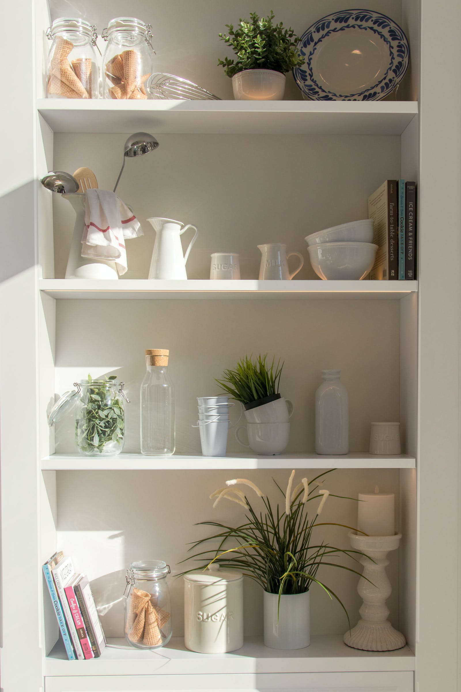 White shelves with interior painted in Lick White 02