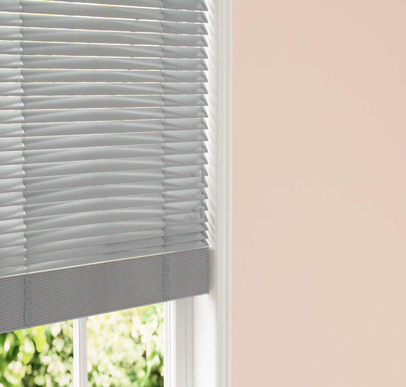 Lick Venetian fine grain blinds in Grey 06 against a Pink 02 wall
