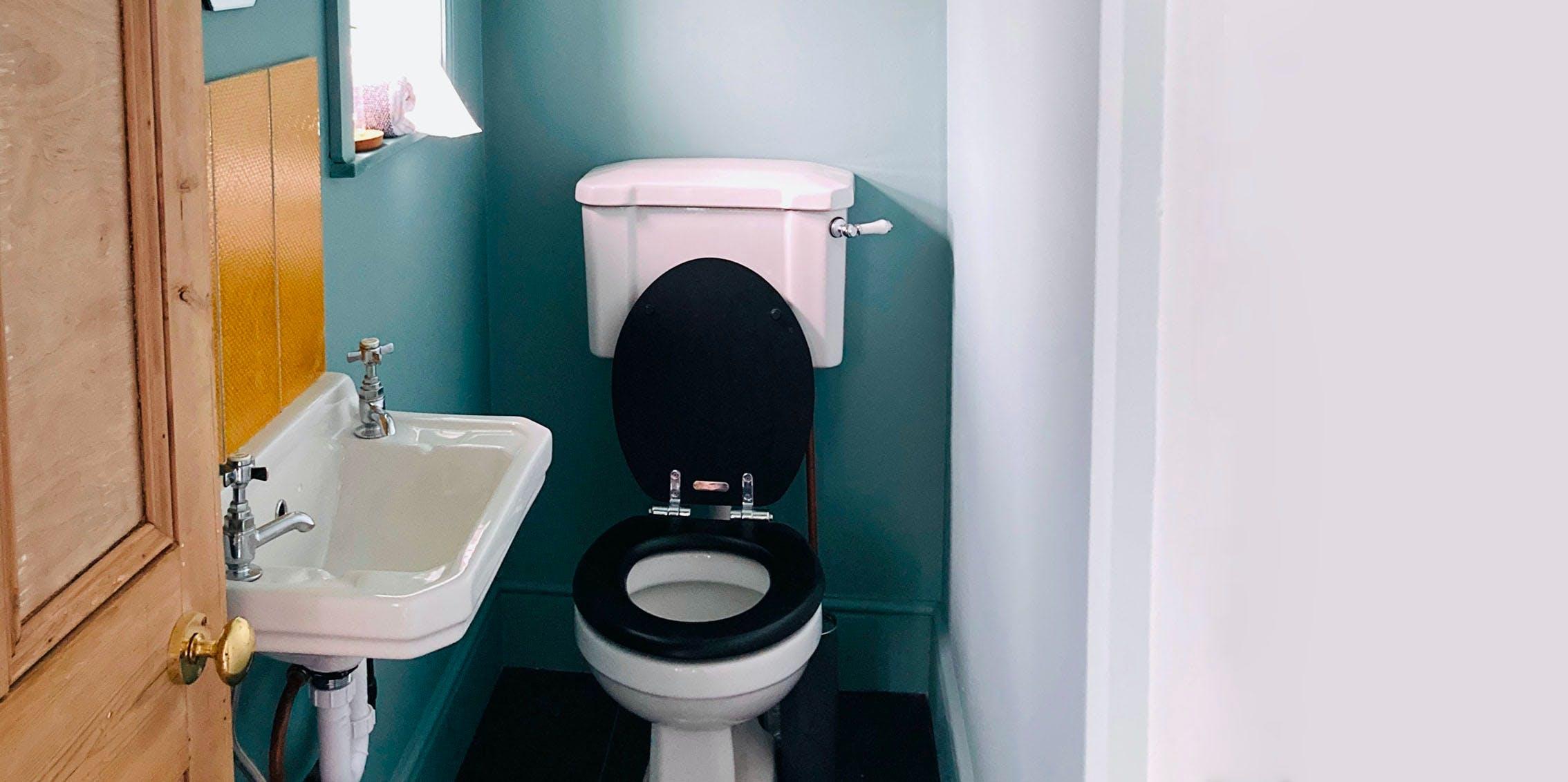 Modern Small Bathroom Paint Ideas, How To Paint A Small Bathroom