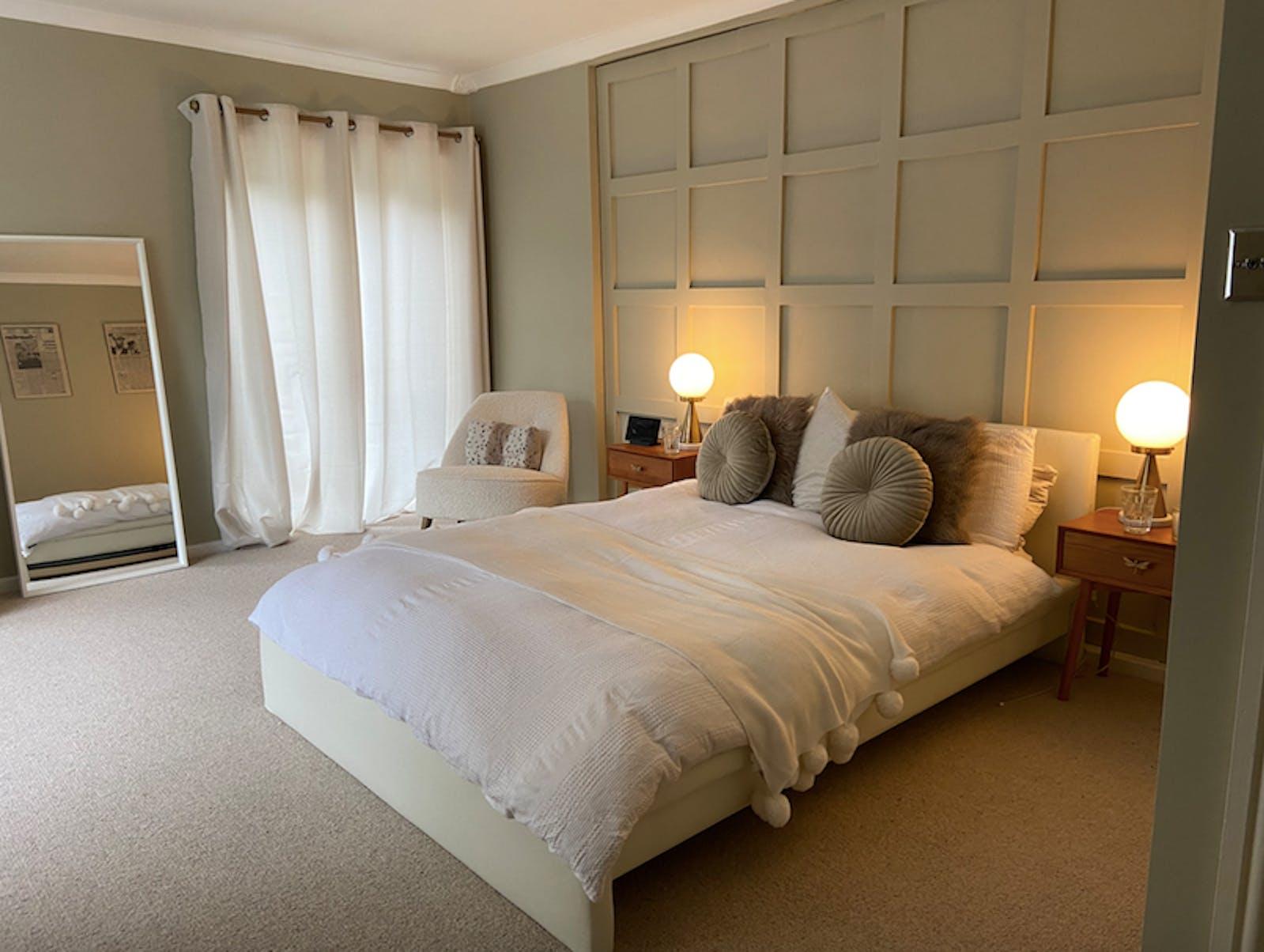 DOAB kyrstal's cosy bedroom painted in greige 01