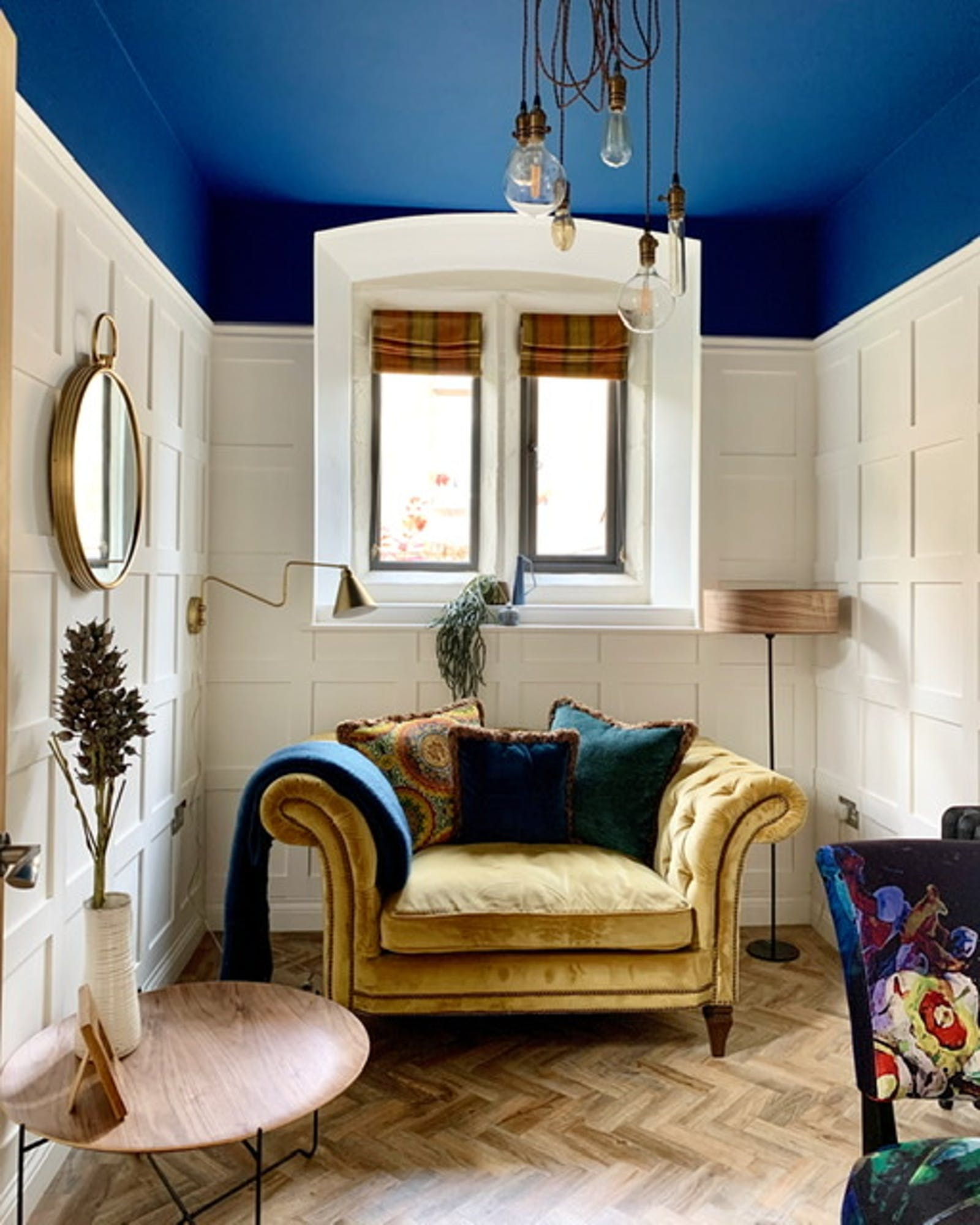 Sitting room with golden one seater and Lick Blue 111 ceiling