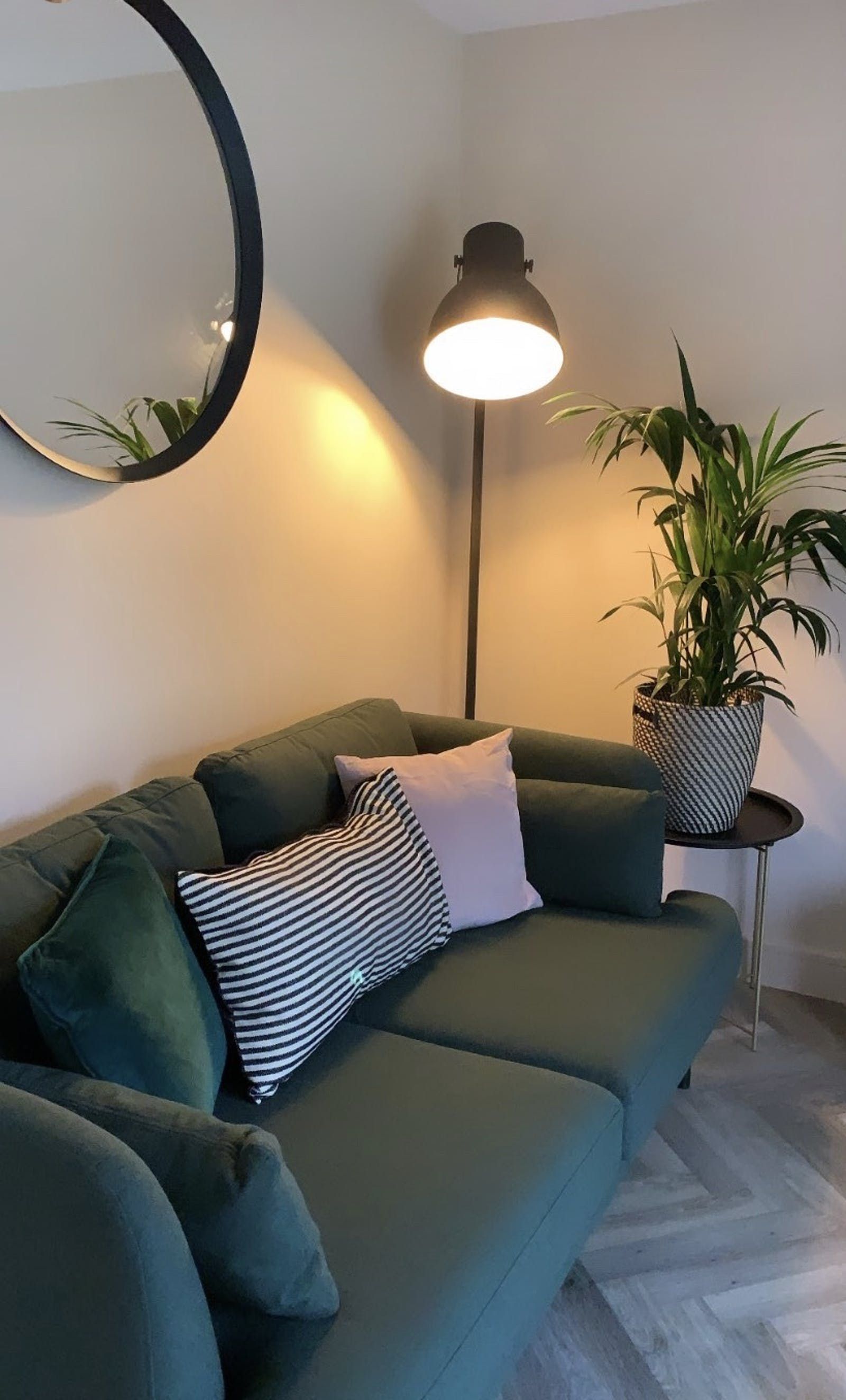 Cosy living room with Lick Pink 02 walls, a dark green sofa and house plant