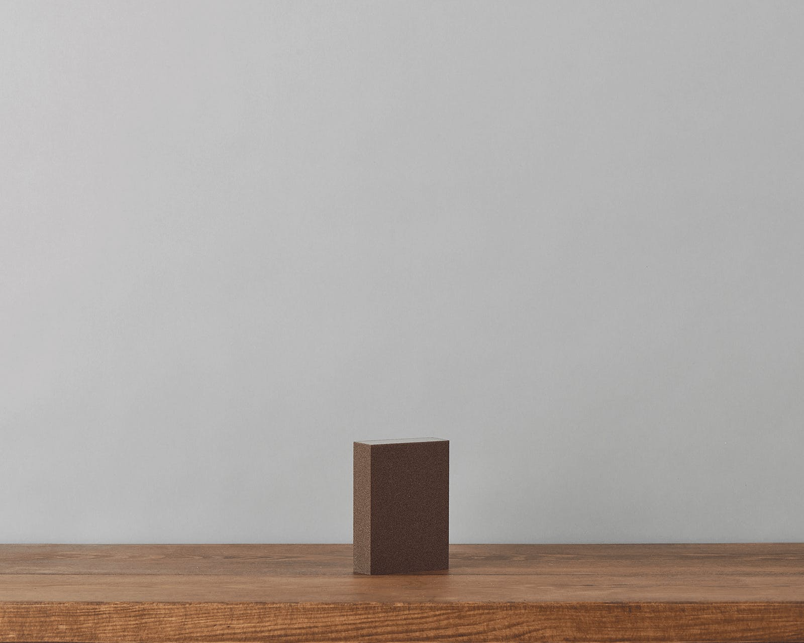 An image of the sanding block eco supplies against a grey background