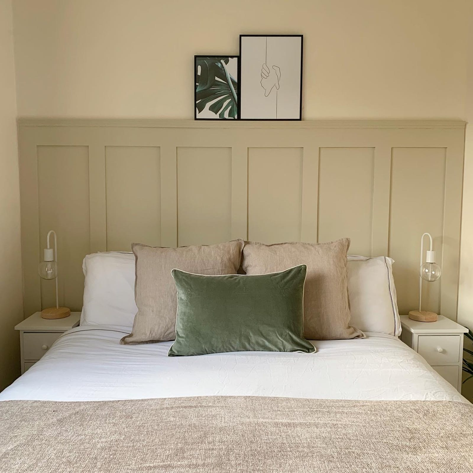 Bedroom with walls and panelling painted in Lick Beige 01