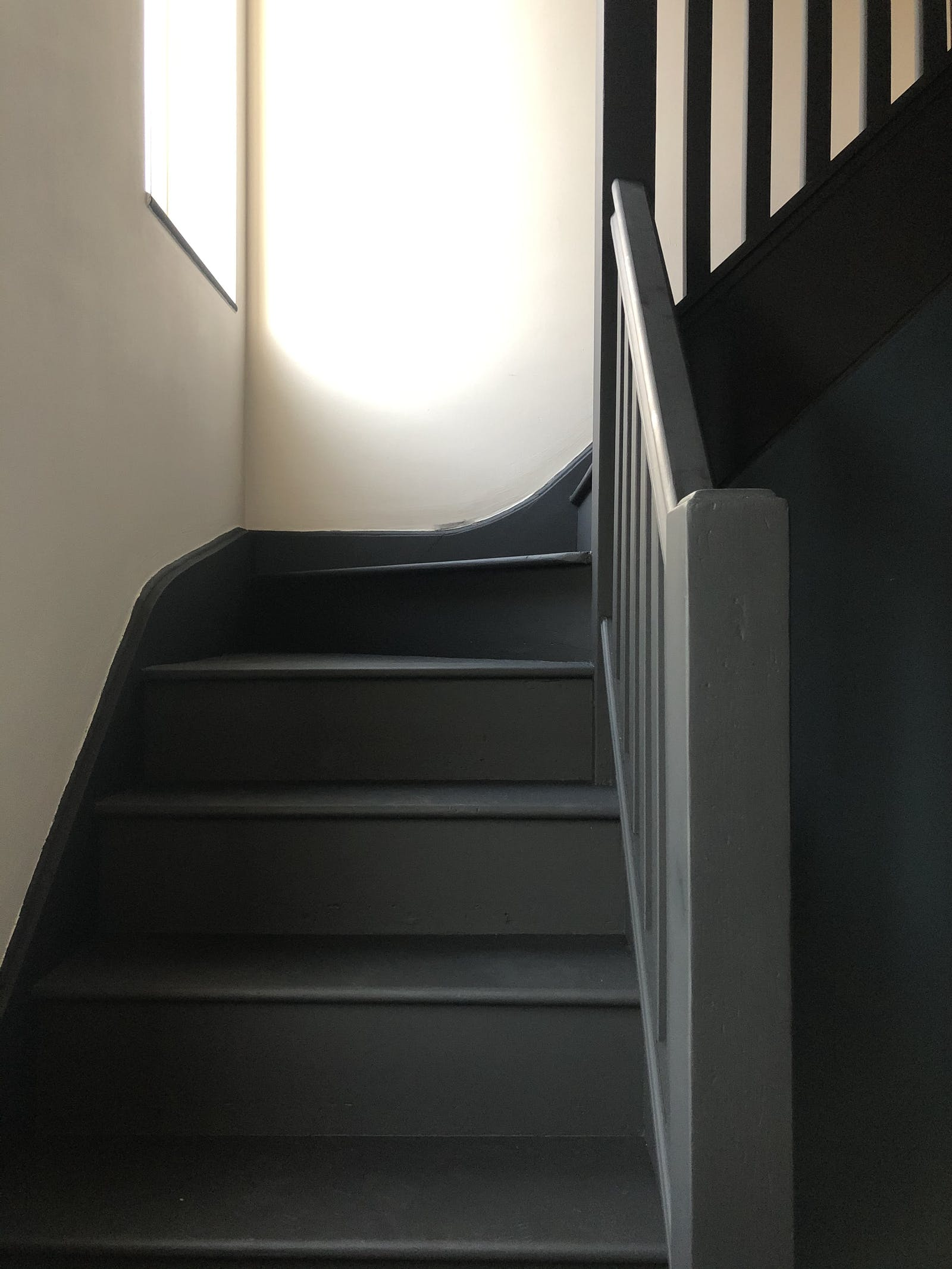 Staircase painted a matt Black 02, with white walls