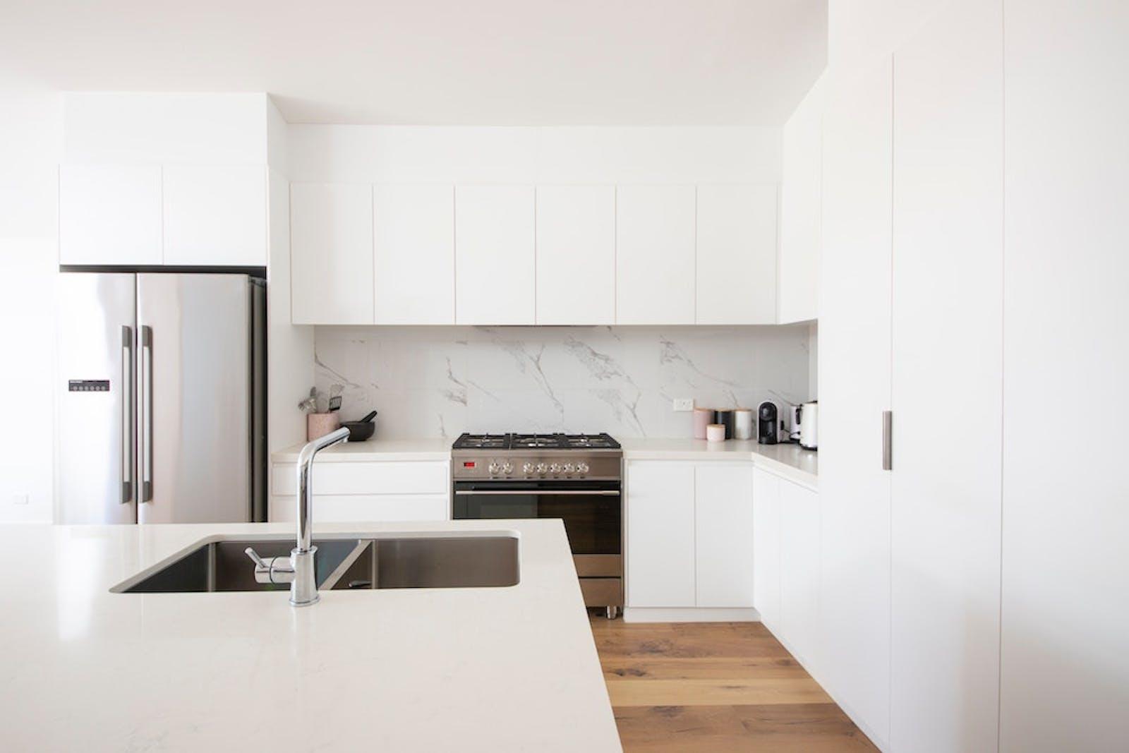 9 Tips To Create A Minimalist Kitchen   Tips & Tricks   Lick
