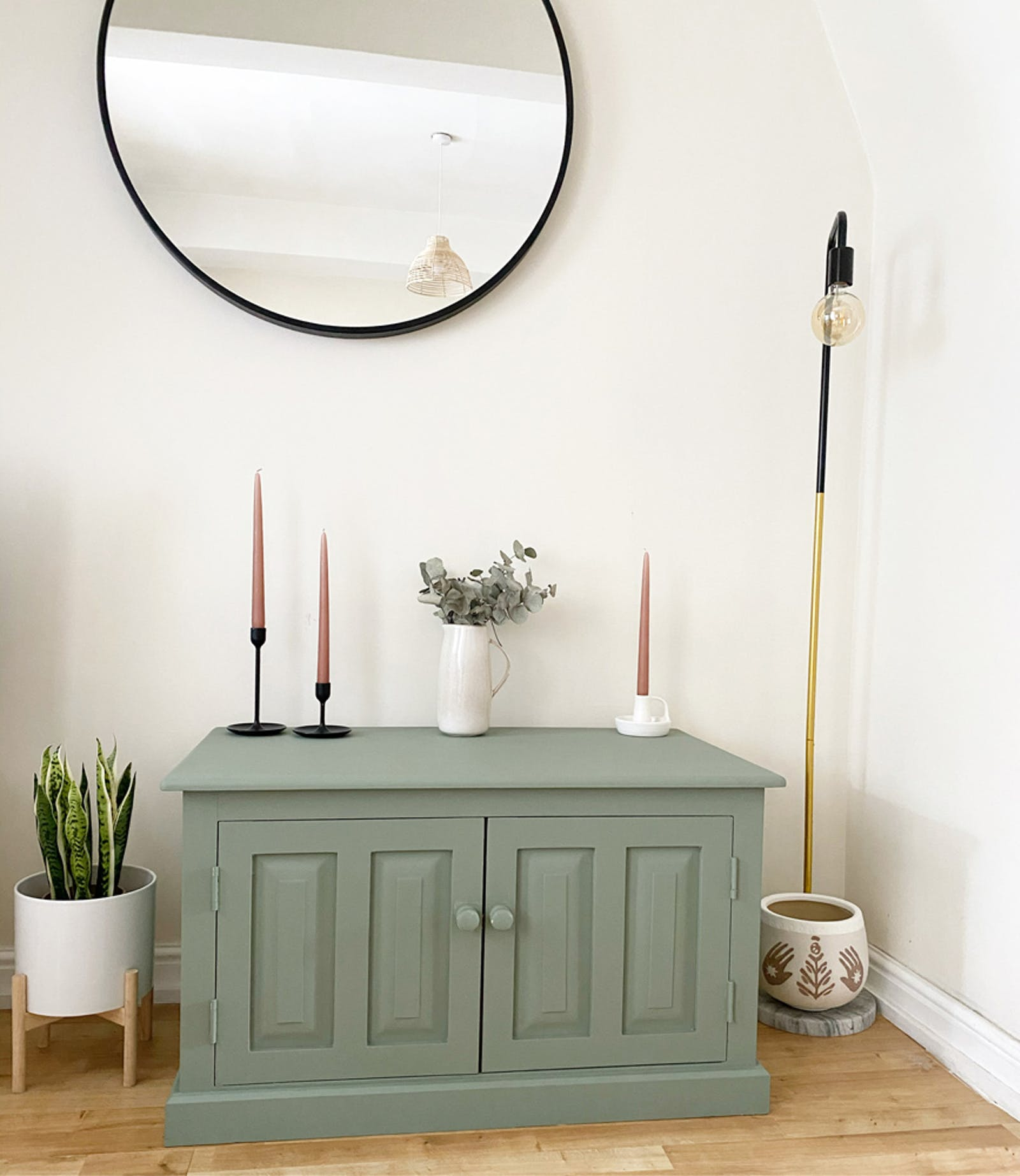 Console painted in Lick Green 02