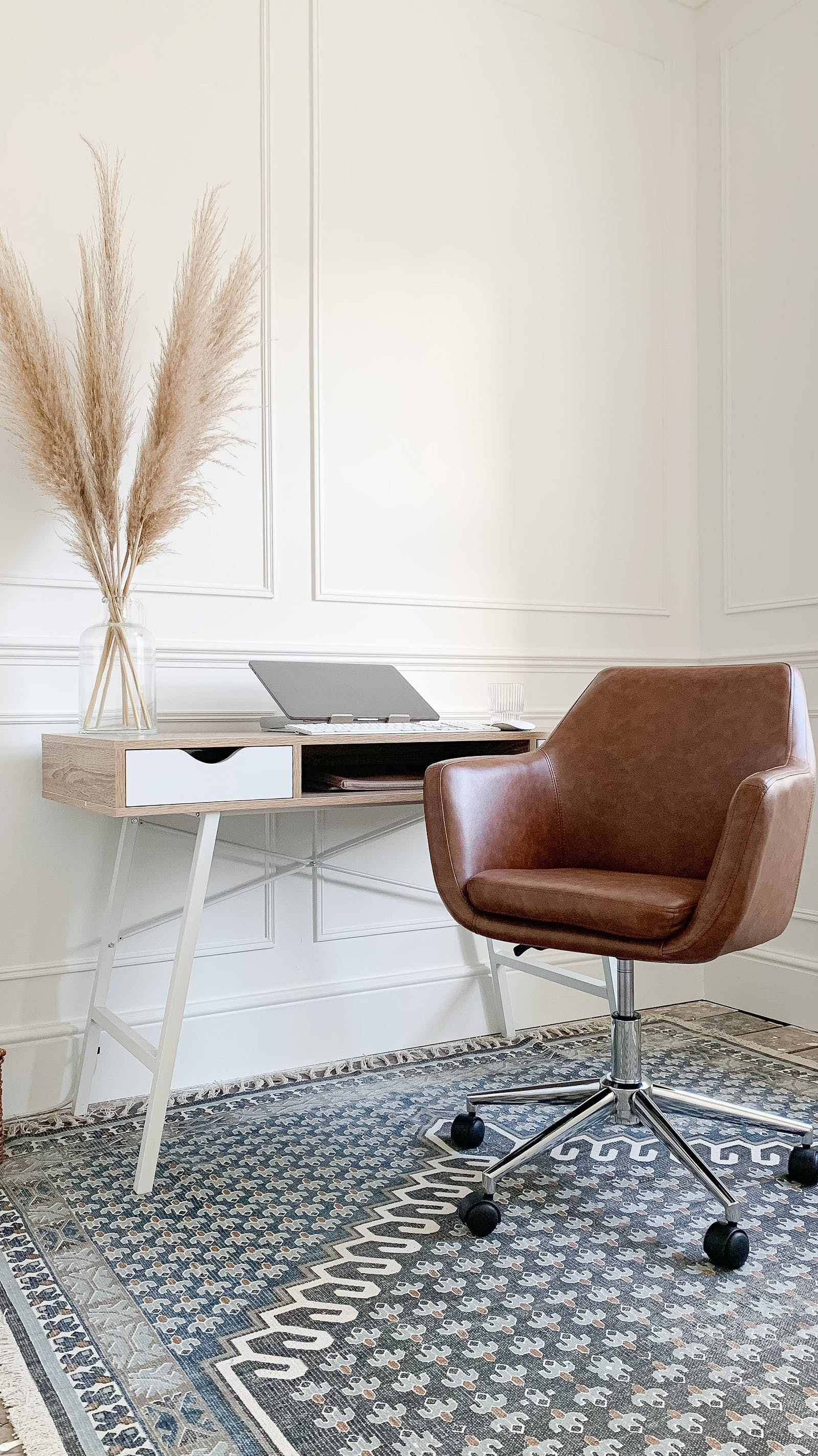 Home office with Lick White 02 wall panelling