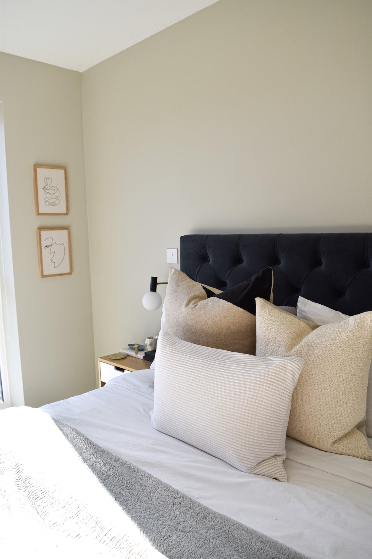 Bedroom with Greige 02 walls
