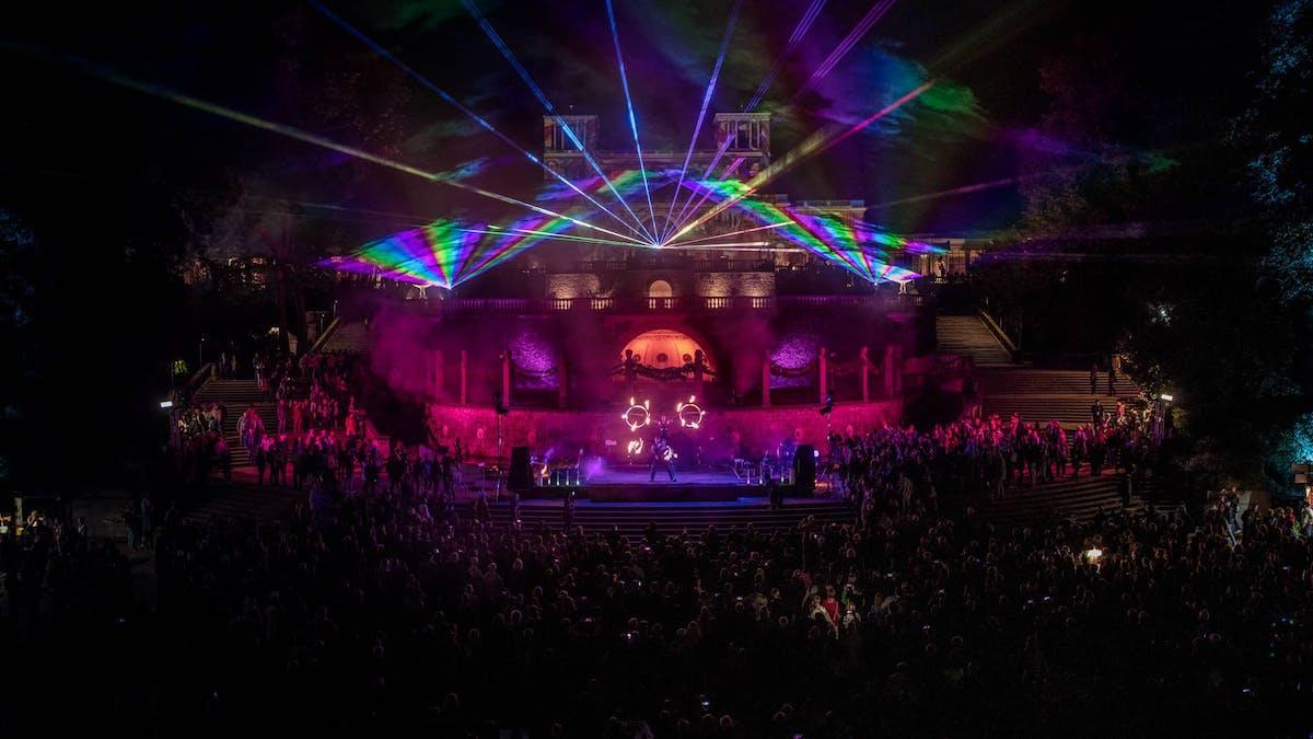 Laser-Feuershow auf großer Bühne auf der Potsdamer Schlössernacht.