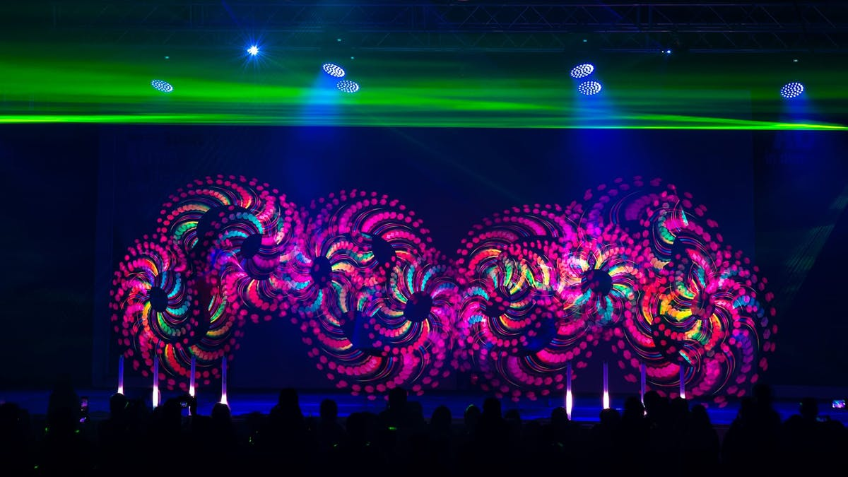 Showact with artists, who juggle with LED-tools creating colourful graphics.