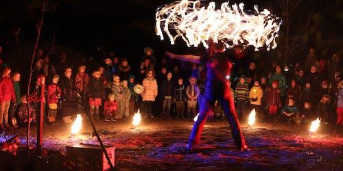 Firejuggler impresses kids and parents with burning staff.