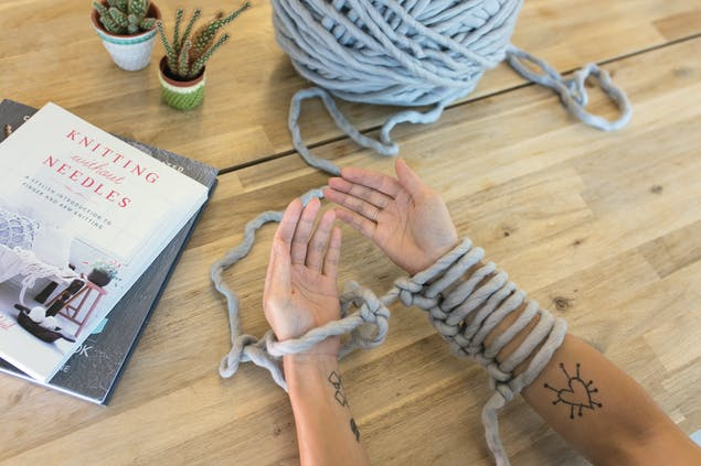 how to cast on arm knitting