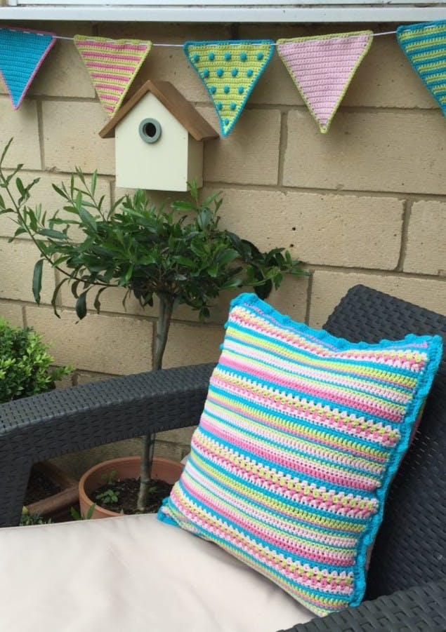 crochet club summer cushion tutorial