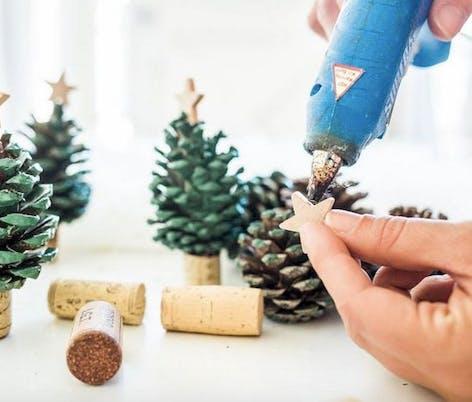DIY Christmas pinecone ornaments