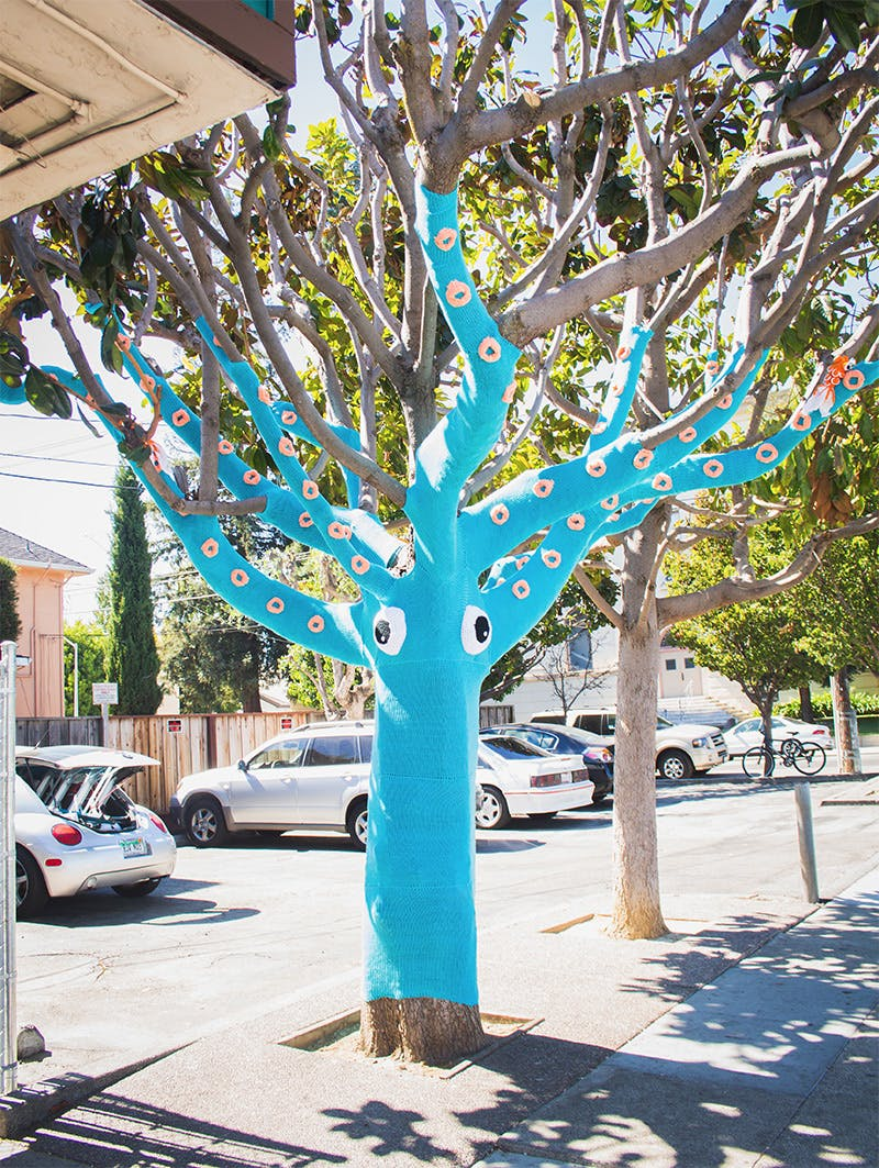 yarn bombed tree in chicago
