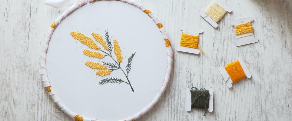Mimosa French knot free embroidery project