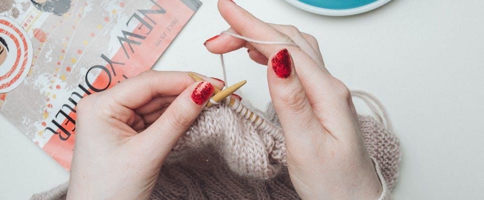 Hands knitting