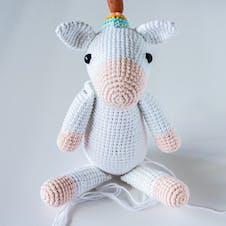 Amigurumi unicorn adding horn