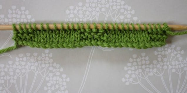 Cable knitting rows 3 and 4