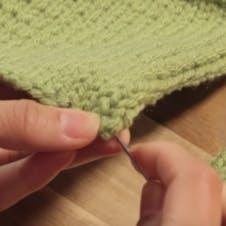 how to mattress stitch - thread yarn through first stitch