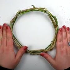Step 4 - Complete your wreath
