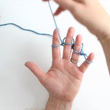move the tail yarn between your fingers