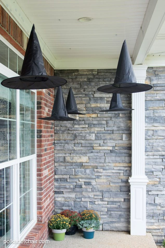 Wicked witch hats decor