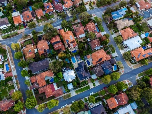 Maison en copropriété : ce qu'il faut savoir avant d'acheter