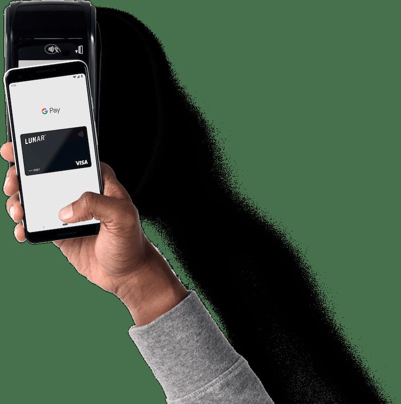 Betaling med Google Pay ved at holde mobilen over en betalingsterminal
