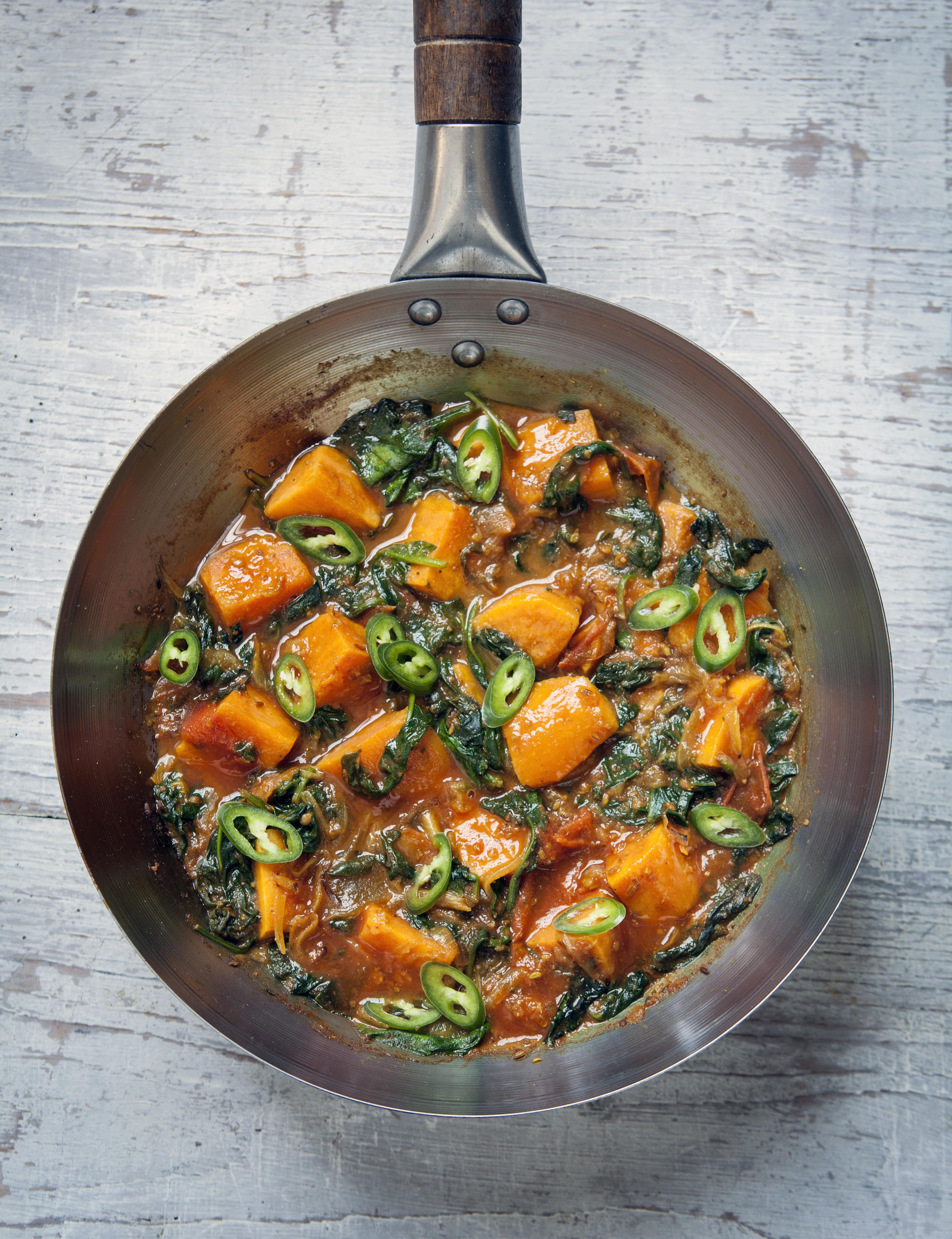 image of Saag Aloo in a pan