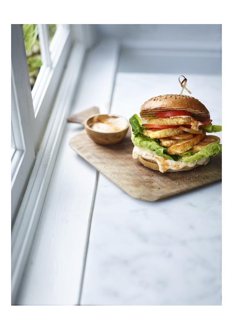 halloumi burger on wooden plate