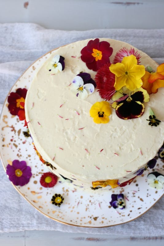 A Spring workshop where you will decorate a cake with edible flowers and then learn how to style and photograph it.