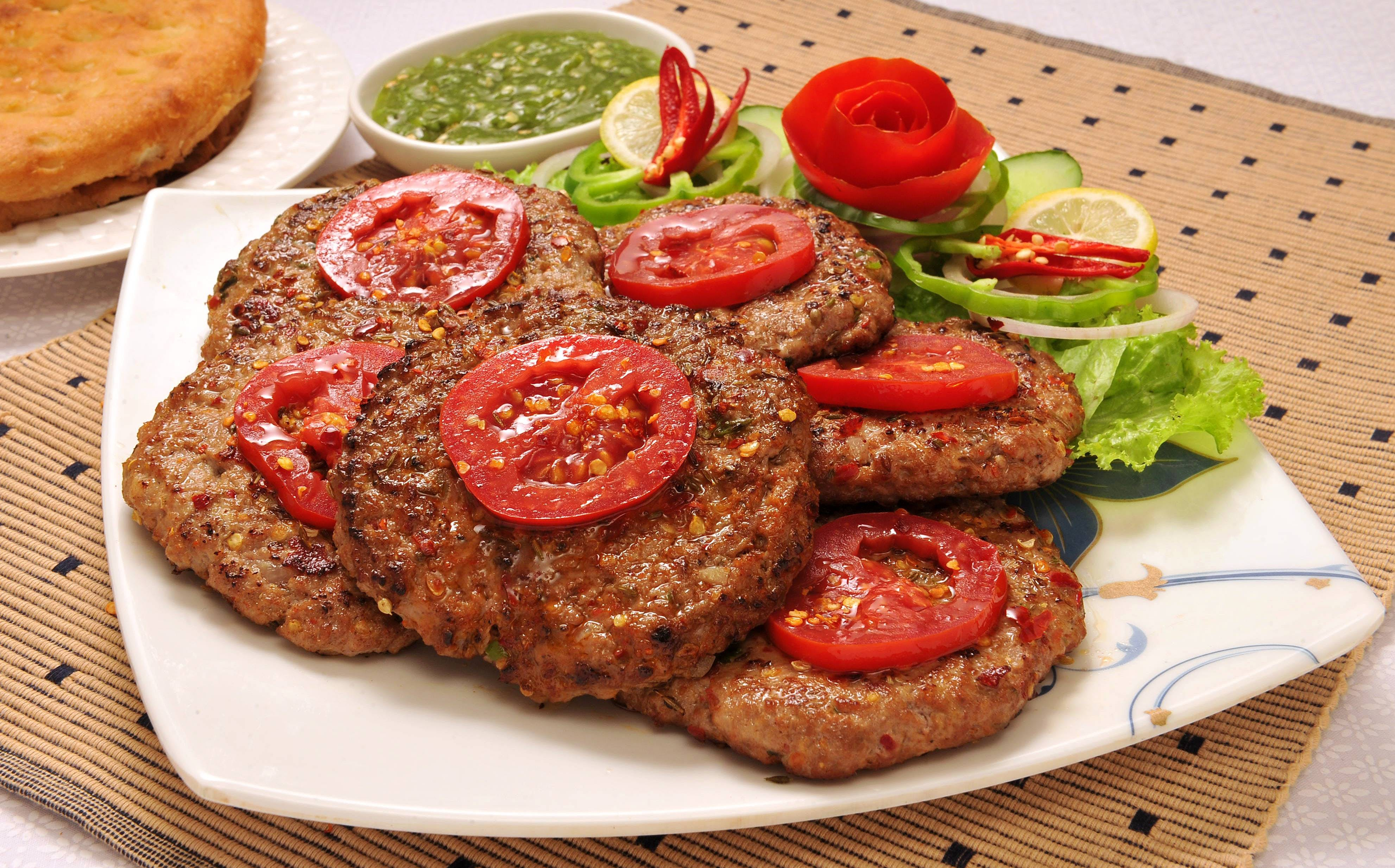 CHAPALI KEBAB HAS UNIQUE TASTE AND ONE OF PAKISTAN'S FAVORITE DISH
