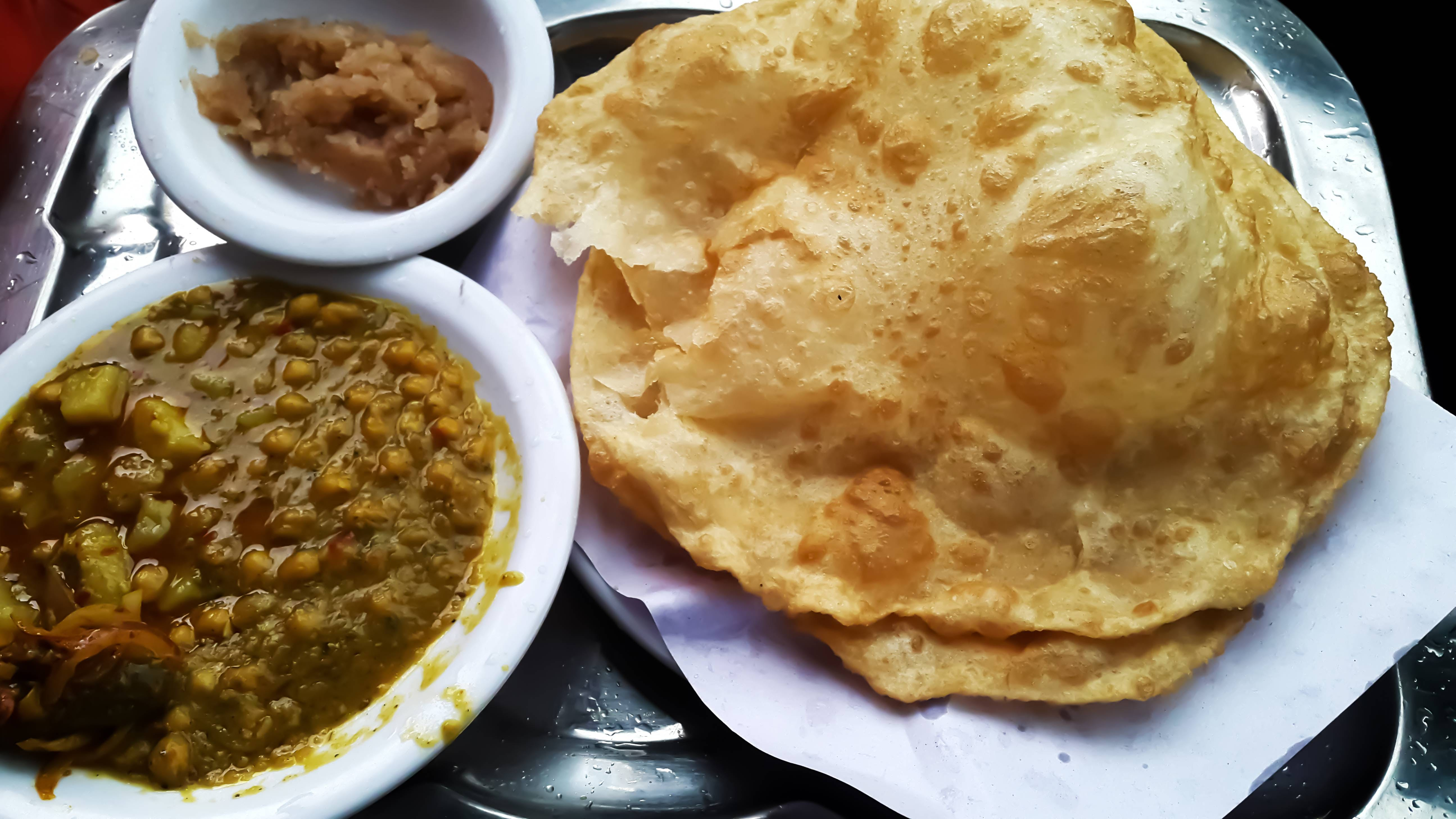 CHANY PATHORY IS FAMOUS BREAKFAST AND EATEN AS SNACK IN LAHORE