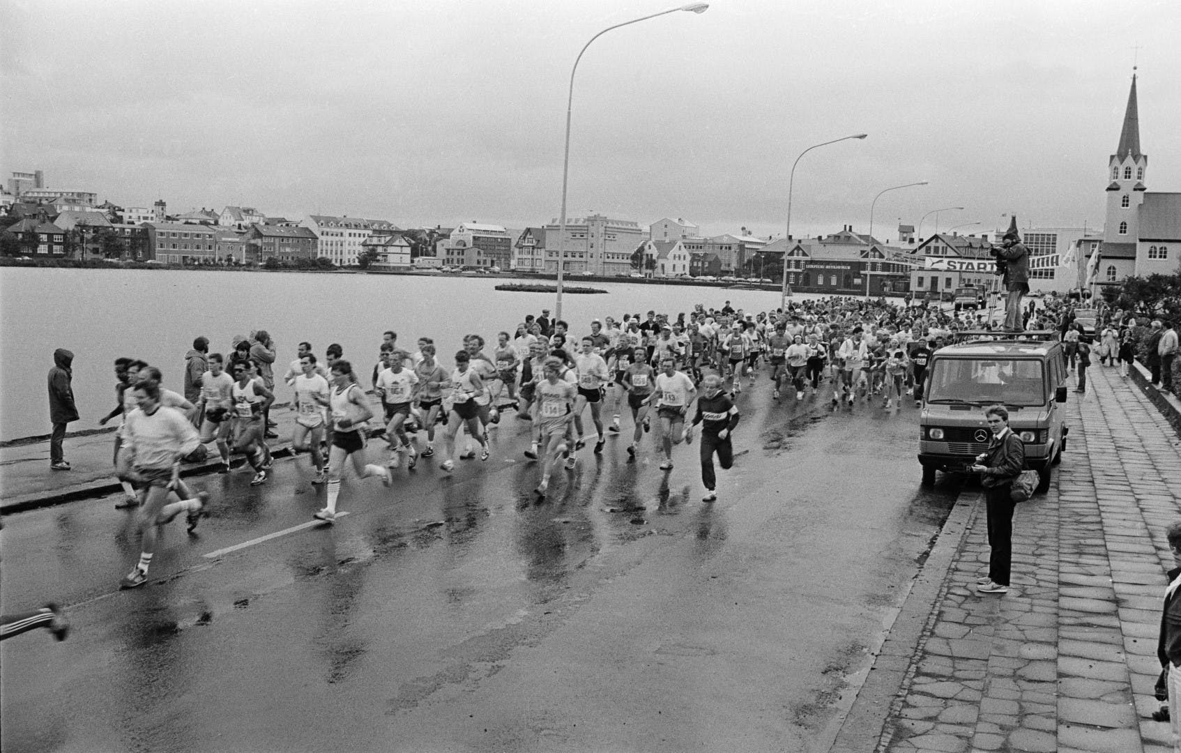 Runners in one of the first races at street Fríkirkjuvegur
