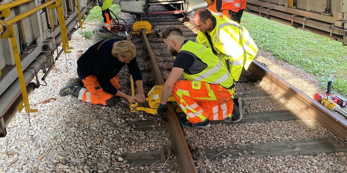 Nu testas underhållståg på den svenska järnvägen. Underhållståg är vanligt förekommande runt om i Europa.