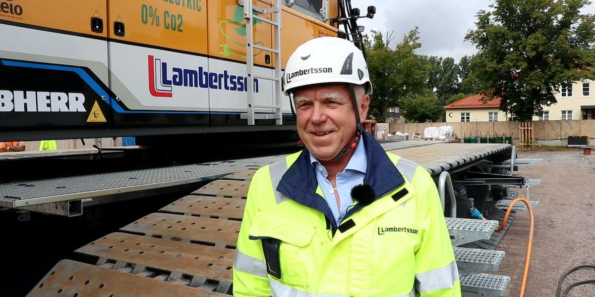 Jan Heed, vd på Lambertssons Kran AB, först i Sverige med eldriven larvgående mobilkran.