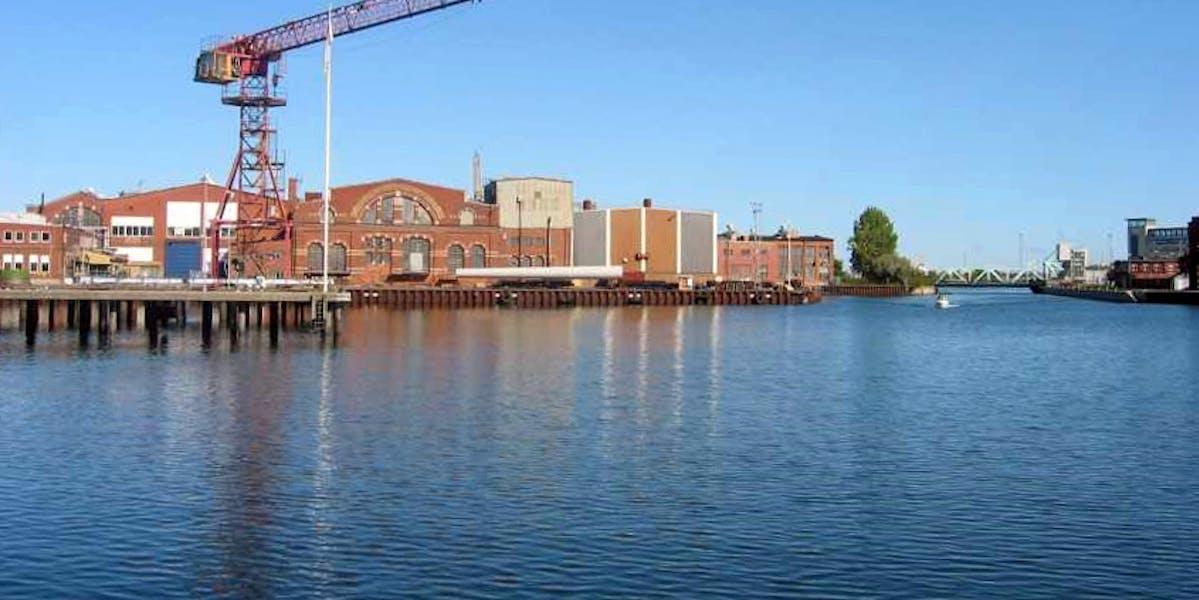 Klurigt och stort jobb väntar i varvsbassängen i Malmö.