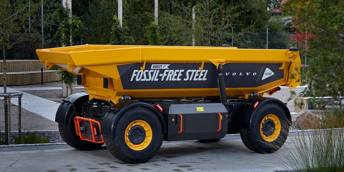 En lastbärare från Volvo blev det första fordonet som tillverkats av fossilfritt stål.