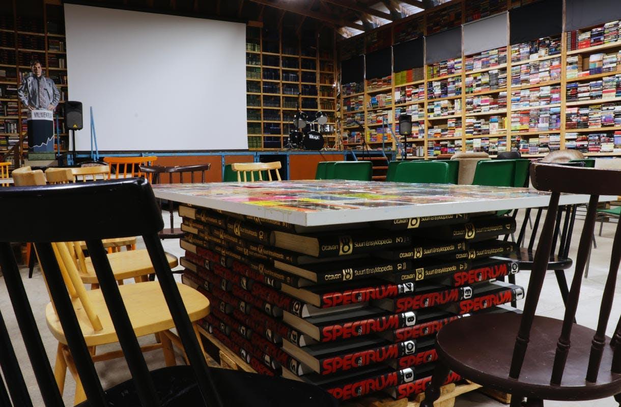 Wanha kirjahalli, Reunan kirjakauppa