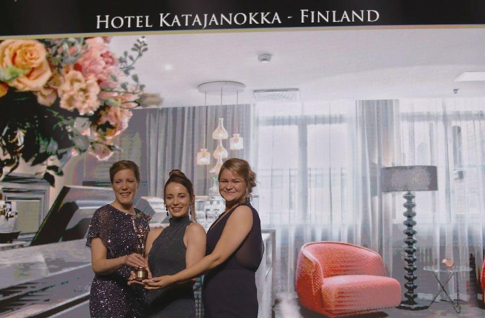 Hotel Katajanokalle palkinto World Luxury Hotel Awards -palkintogaalassa