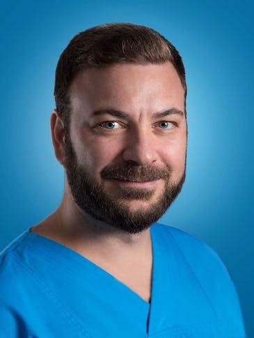 """Dr. Călin Iulian: """"Durerea bruscă la un picior poate fi semn de ischemie. Netratată, poate duce la amputaţia membrului"""""""