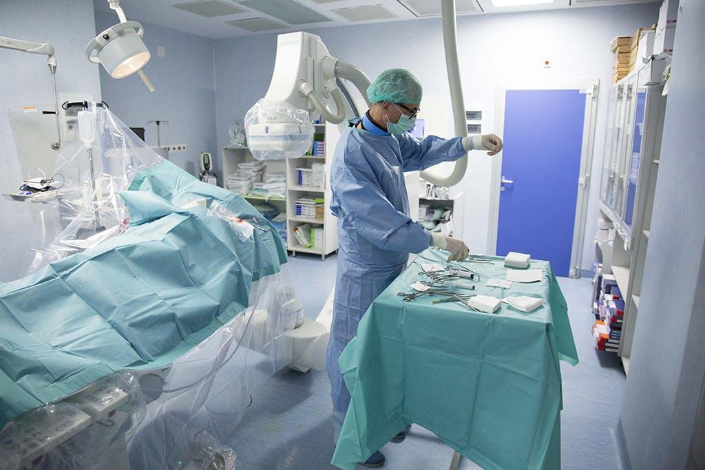 Doctor Ion Bostan - Implantarea unui stimulator cardiac