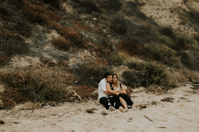laura-collin-summer-engagement-crystalcove-2019-23