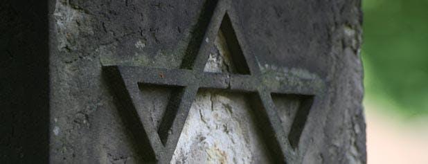 partie d'une stèle juive avec l'étoile de David